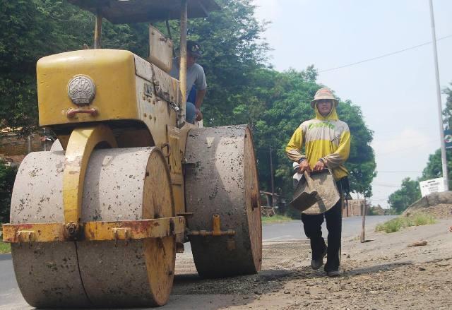 Road Roller Kurang Hambat Perbaikan Jalan