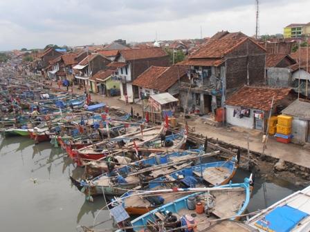 Gelombang Tinggi Nelayan Jepara Kesulitan Melaut