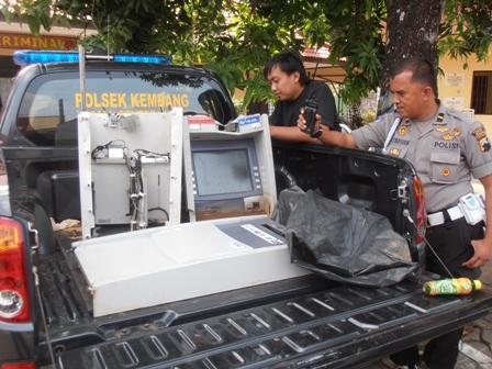 Pencuri ATM Sisakan Uang Rp 8,4 juta