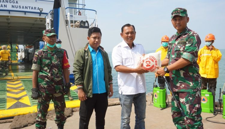 Kodim 0719/Jepara Kawal Pendistribusian Bantuan Logistik Bagi Warga Karimunjawa