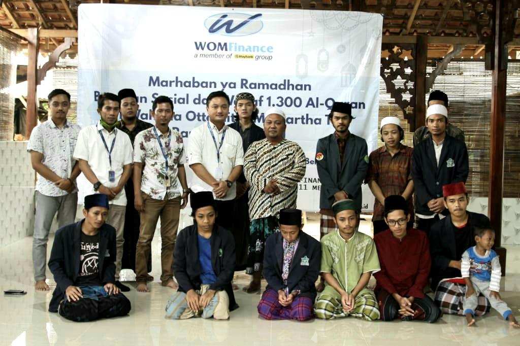 WOM Finance memberikan bantuan Al-Qur'an di Pondok Pesantren Babusssalam Mulyoharjo Jepara