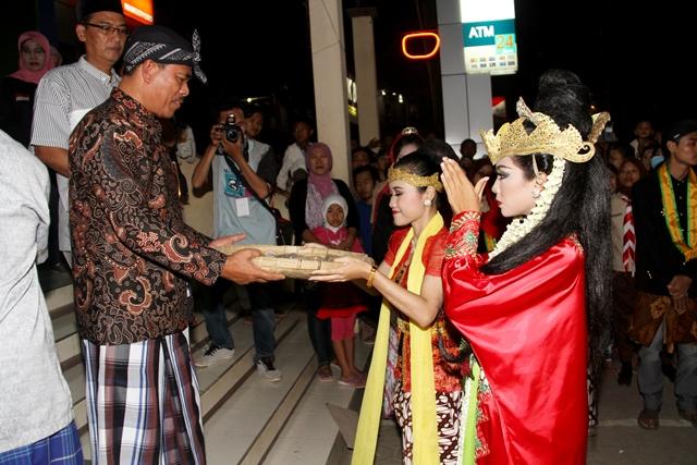 Ribuan Masyarakat Saksikan Pesta Baratan Jepara