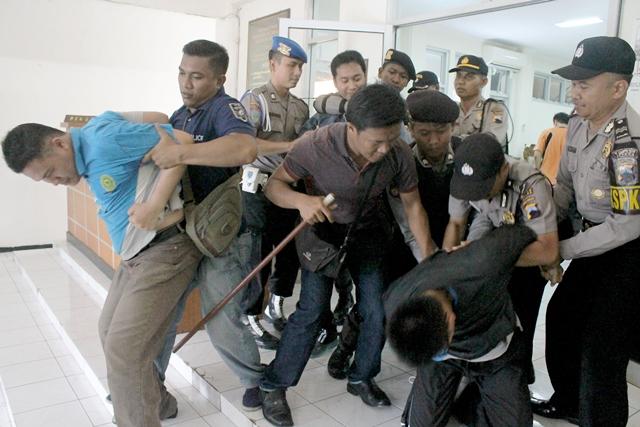 Polres, PMI, Damkar, dan BPBD Simulasi Huru-hara di Pengadilan Negeri Jepara