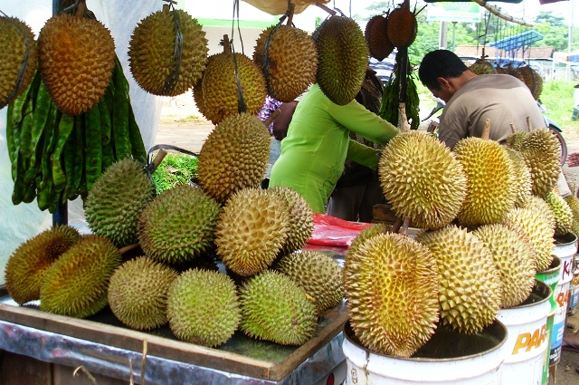 Akibat Musim Durian Mundur, Harga Durian di Pasar Ngabul Melambung
