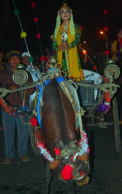 Ribuan Masyarakat Saksikan Pesta Baratan Jepara 2014