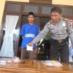 Polisi menunjukkan barang bukti sabu-sabu dari tangan Sato