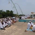 Umat Hindu  Jepara menggelar upacara melasti di Pantai Bandengan (28/3)Kemarin