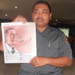 Nursalim Tunjukkan Tabloid yang berisi Kampanye Hitam