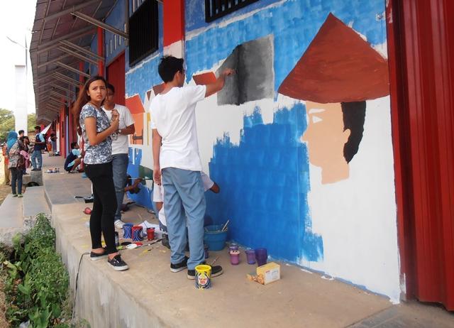 Dilukis Mural Dinding Stadion GBK Tampak Indah