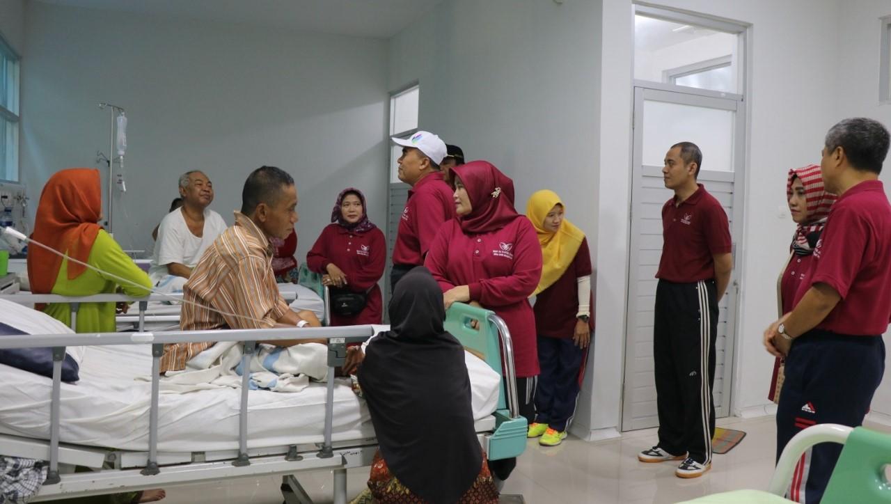 Bupati Jepara mengunjungi pasien rawat inap di RSUD Kartini