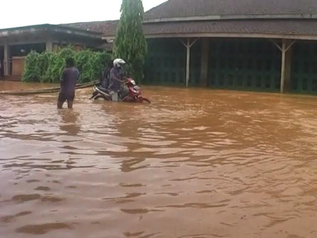 Banjir Setinggi 1 Meter Merendam Desa Tegalsambi