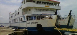 Wisatawan Pulang Gunakan Kapal Nelayan