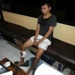 Pelaku dalam keadaan kaki terluka akibat tertebak diinterogasi di Unit Reskrim Polres Jepara (4/7) kemarin