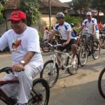 Mengunakan Sepeda satu dari depan, Ketua DPD Gerindra Jawa Tengah Abdul Wachid saat kampanye sehat dan bersih kemarin.